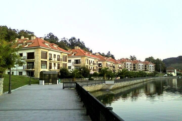 Apartamento con vistas al embarcadero y paseo