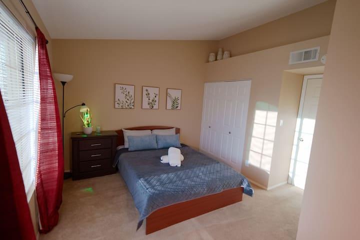 Quail Vista Townhome - NEW! [Private Room #2]