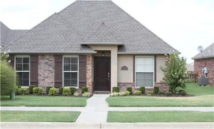 Upgraded Bentonville Furnished Patio Home