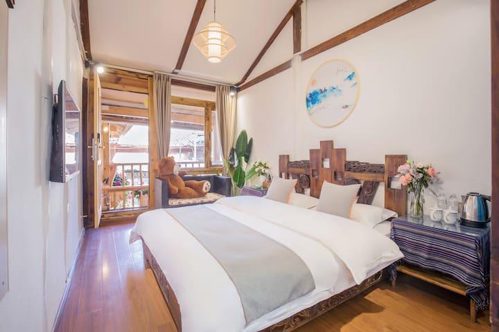 「每日消毒」阳光大床两居室,冷暖空调,独立卫浴,24小时不间断热水,收费接机接站