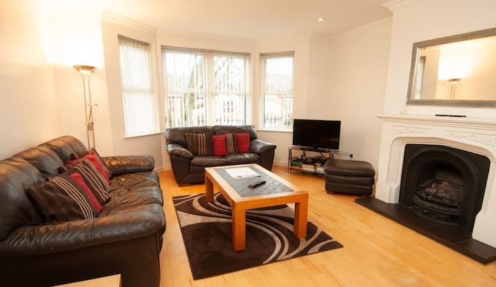 'Capital' spacious apartment on Wellington Park