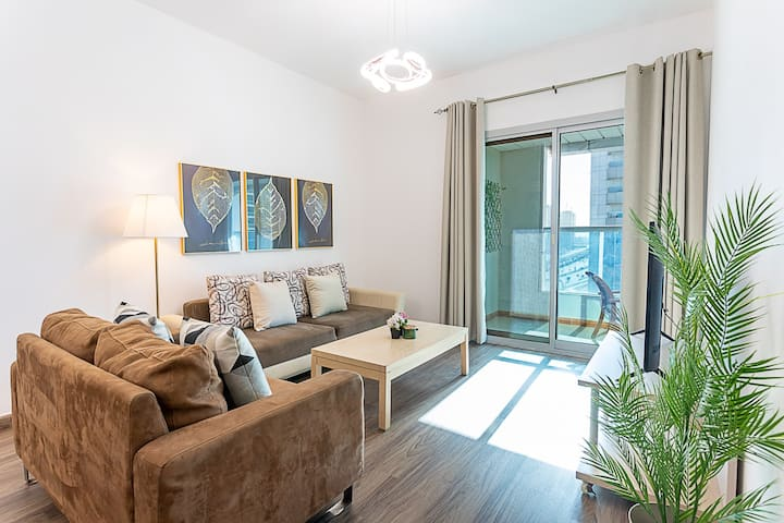 Cozy 1BR, The Heart of Dubai Marina, Next to Metro