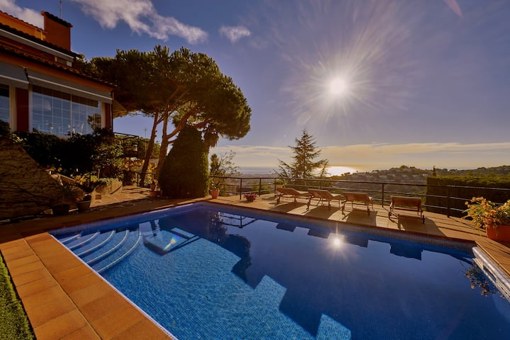 Chalet con piscina privada junto Barcelona Centro