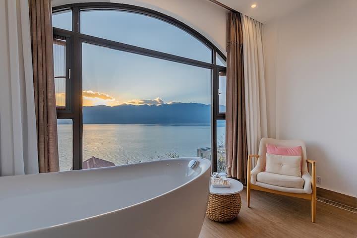 高品质海景阳台大床房/有浴缸—有早餐/可接送机场—多个超大公区任意看海