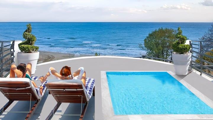 Deluxe Suite-Outdoor Heated Plunge Pool and Sauna