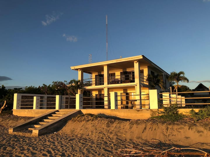 POPOYO BEACHFRONT VILLA, POOL AND SURF