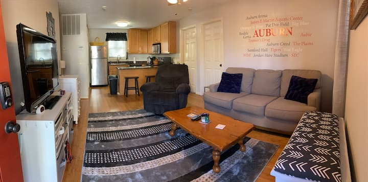 Comfy condo walking distance to Auburn campus