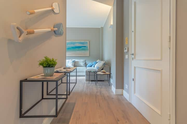 OLIVIA > Sleeps 4, Fully Renovated with Terrace