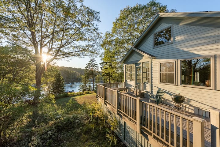 Harbor House in Small Point--waterfront cottage!
