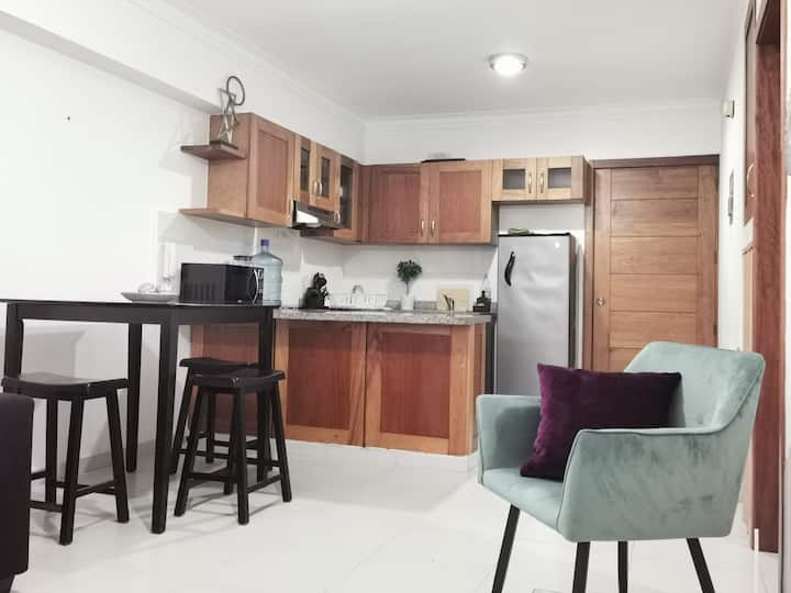 *Feel At Home* 1BR Apartment, City Center
