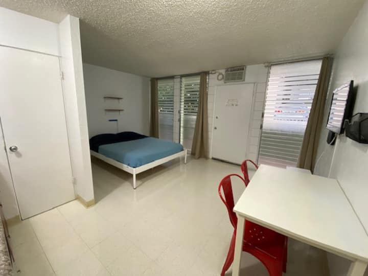 Modern Waikiki Studio #405 *30 DAYS MINIMUM