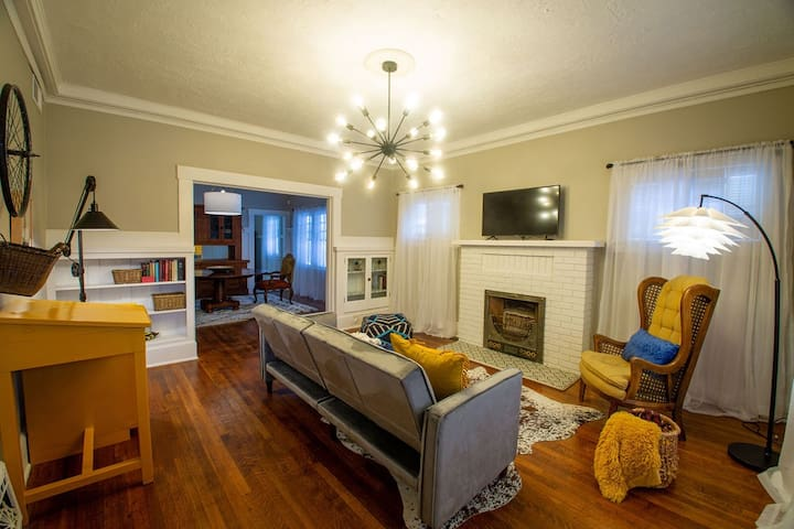 Historic Home: Walking Dist to Park, Cafes & Bars
