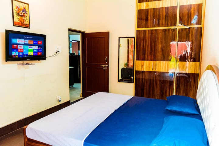 ROOM 1,    The Tv comes with a Fire stick that has   Netflix Sony Liv Amazon prime Hot star  Discovery+ Mx player  Youtube