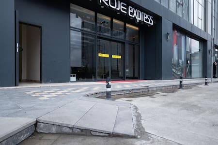 Main Entrance ramp