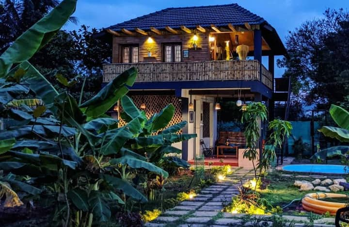 Dreamy Pinewood Villa amidst plants,pets,paintings