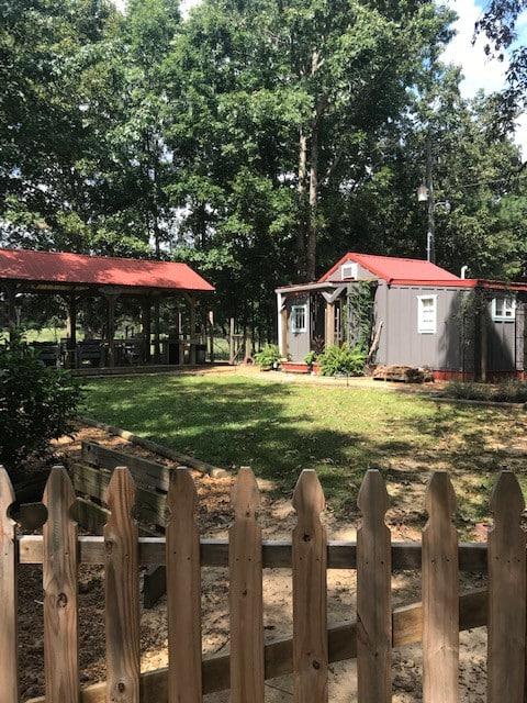 The Cozy Carter Cabin