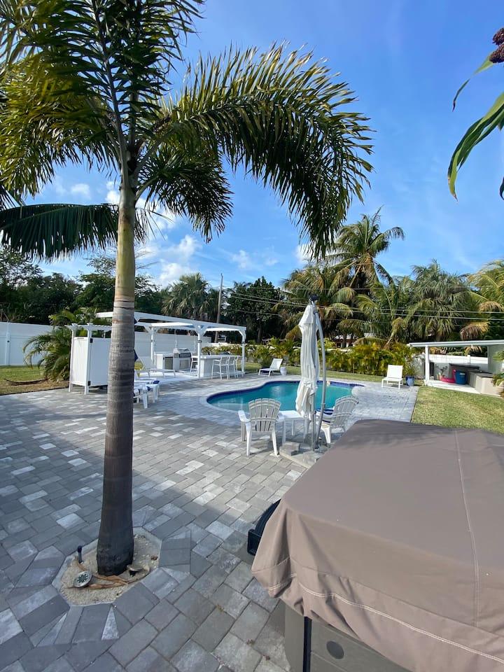 NEW!!  Resort-like w/HEATED pool- 2.5 mi to all!