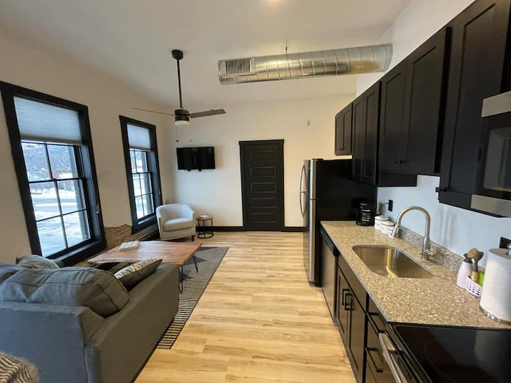 Luxurious Downtown Stay - The Montana House #301