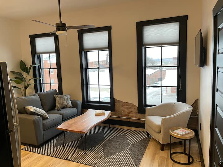 Montana House #301 - The Luxurious Downtown Stay