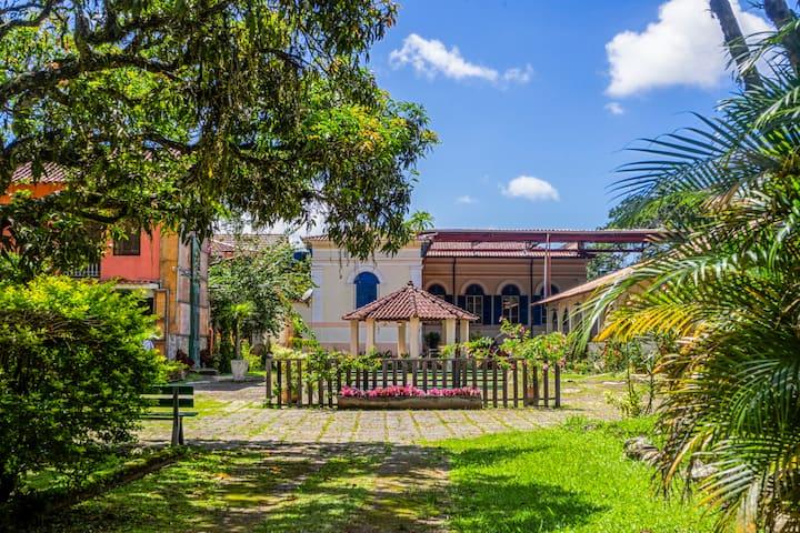 Recanto da natureza em Vila Histórica do interior