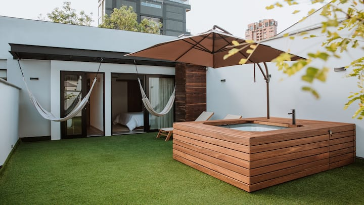 Calle 10 Private Rooftop Oasis Steps from Your Bed