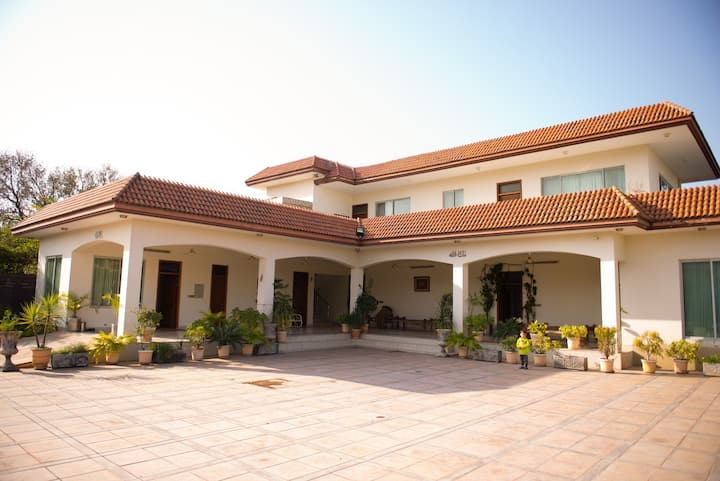 Luxury Villa in beautiful farmhouse in Banigala