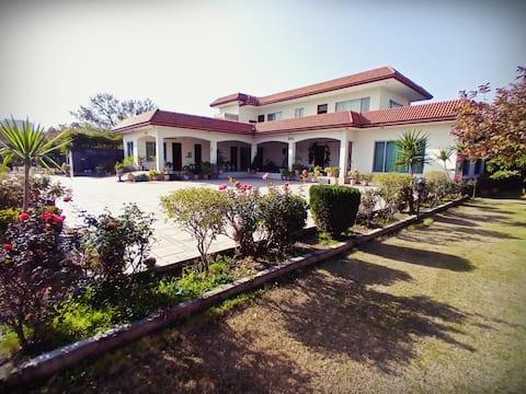 Luxury Villa in Banigala
