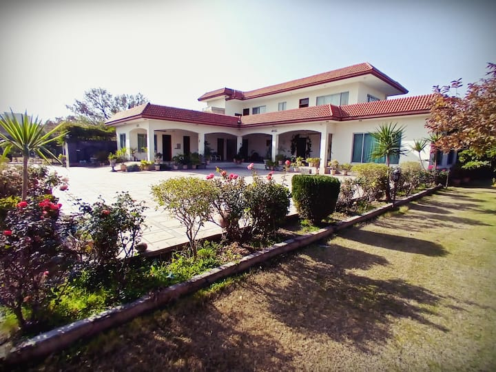 Luxury Villa in Banigala