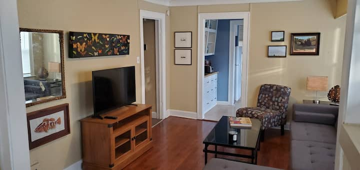 Cozy Brookside Cottage for long term stays