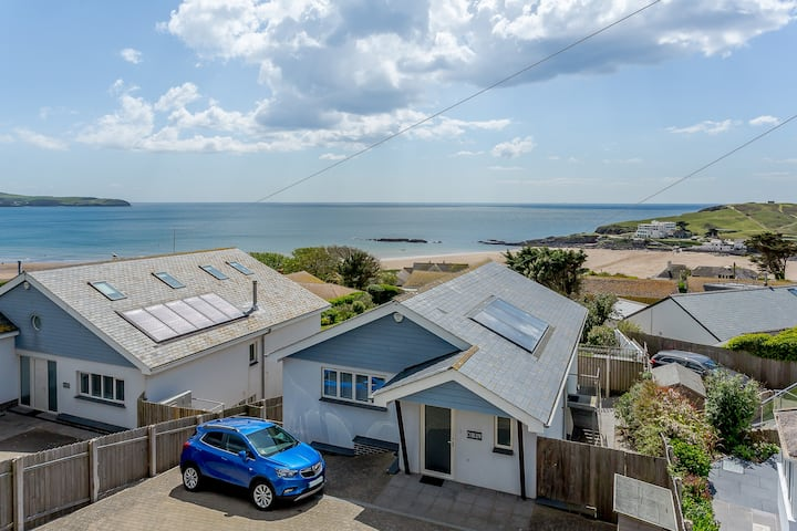 Luxury property Sleeps 8 - Sea views & hot tub