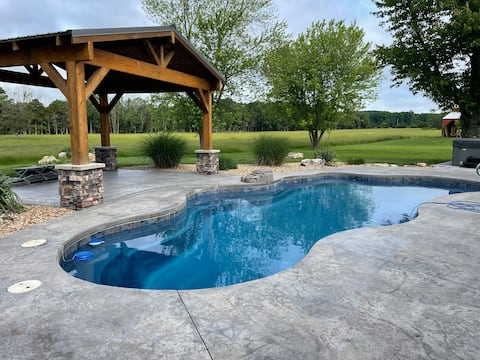 Bluebird Meadows w/ Hot Tub and Pool **Special***