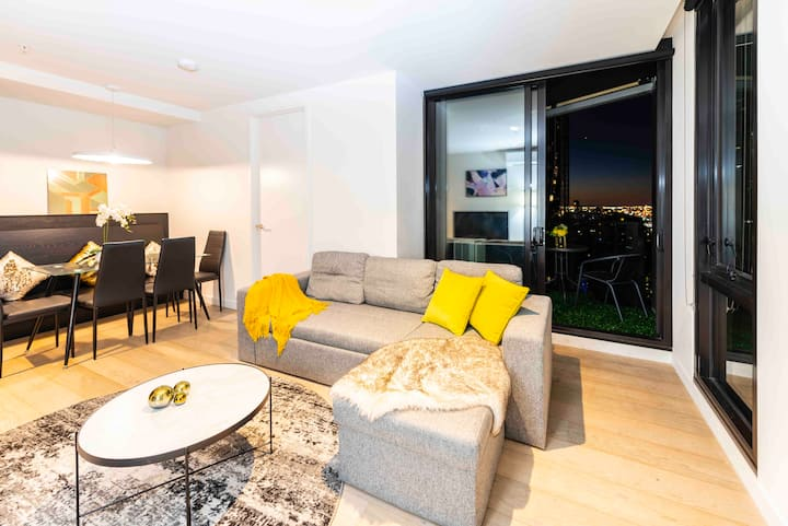 CBD ★High-Lev Luxe 2BR Apt|Balcony&Pool ★Parking