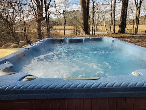 Private Waterfront Rustic Gem w/Hot Tub and Pool