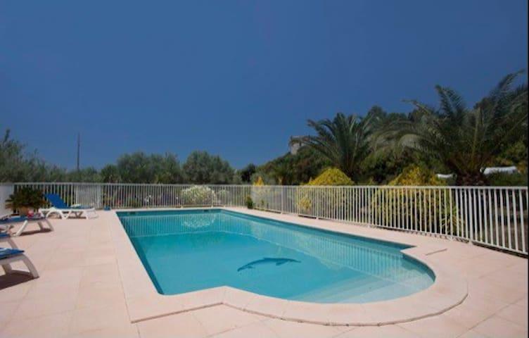 Maison avec terrasse près de la plage + piscine