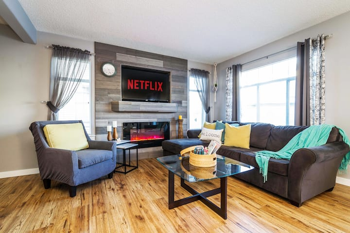 ★NEW★Stylish Home✔Fireplace★King Bed★NETFLIX★Clean