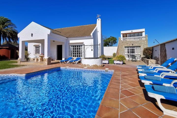 Villa with pool, private Spa & A.C.