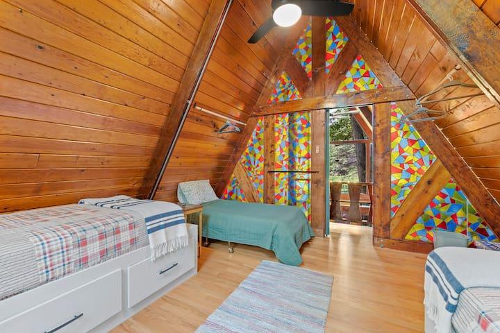 Upstairs bedroom - 2 twin beds plus cot