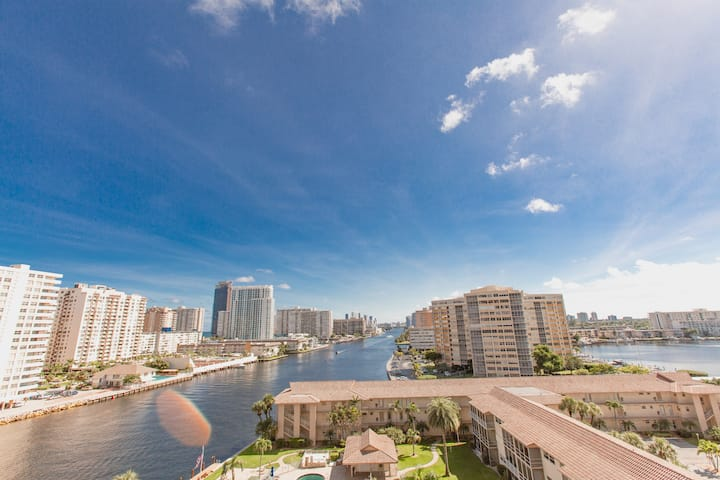 Amazing view! Two Bedroom Close To Beach (S)