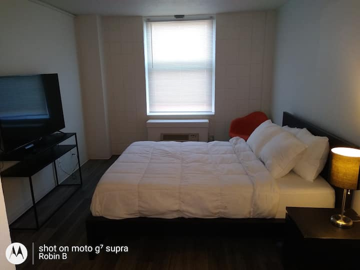 Newly Renovated Single Bedroom, FREE Parking 904