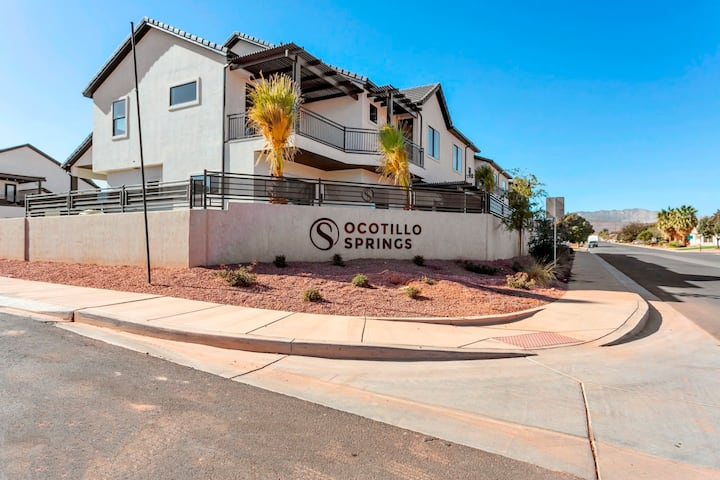 PRIVATE Pool Oasis At Ocotillo Springs - WOW!!
