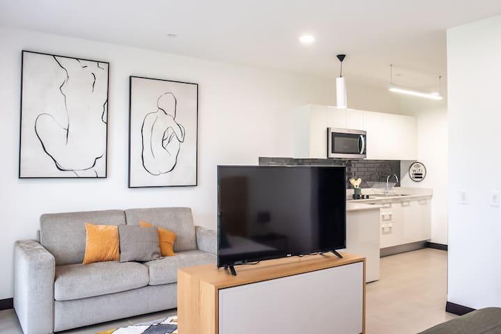 Modern New Safe flat best spot  Lindora Santa Ana