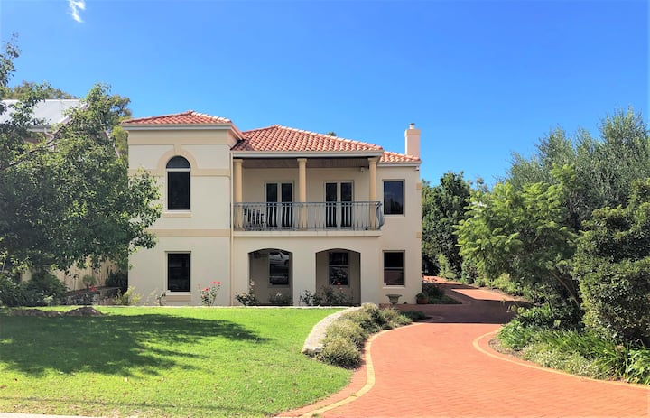 Magnificent Villa in Old Dunsborough - La Torretta