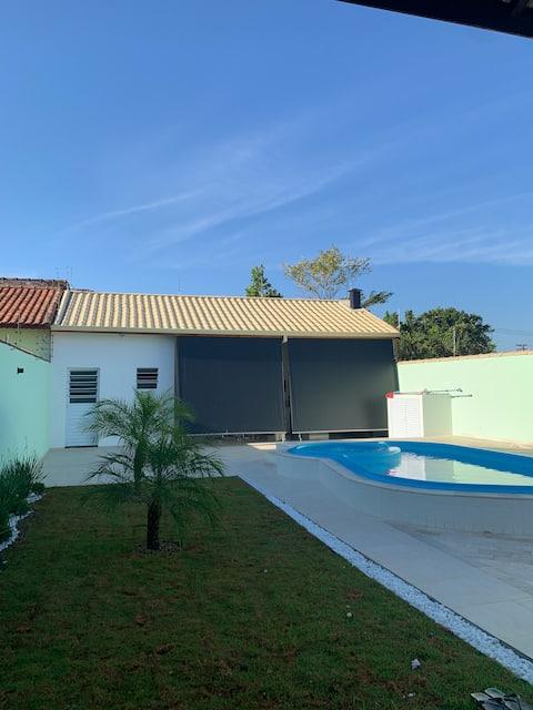 Casa com piscina e área gourmet em Peruíbe - SP