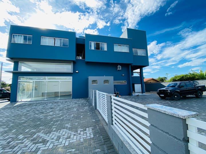 Novo e Moderno - Alto Conforto de Casa na Praia!