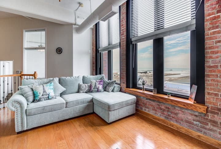 ☆ Explore the City | Downtown 2BR LakeErie Views ☆