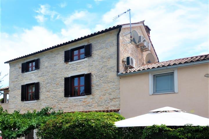 Stone house Felice