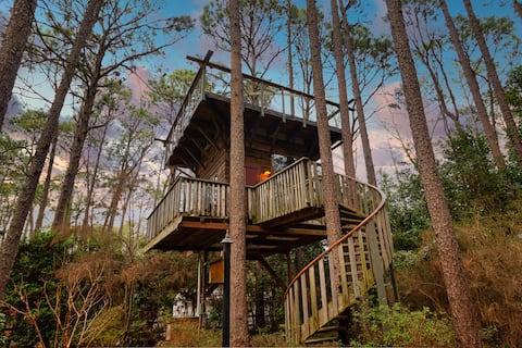 ✯Rustic Tree House Getaway- Gem of Southern Pines!