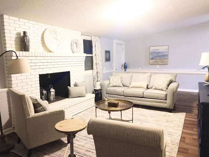 Pet Friendly 3 BR Home Near Bases / Robins Nest