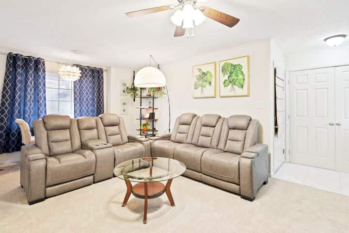 Luxe Spacious & Private Getaway in Fayetteville!