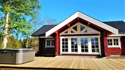 Cozy new built log house at lake with all extras